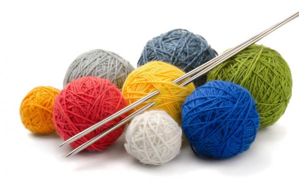 depositphotos_10105788-stock-photo-yarn-and-needles